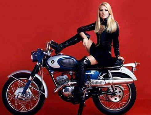 Hommage à France Gall ...Moto qui cire !